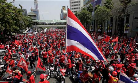 Supporters of former Thai prime minister Thaksin Shinawatra rally in Bangkok April 3, 2010. REUTERS/Sukree Sukplang