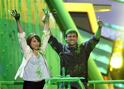Actors Tina Fey and Steve Carell gesture after they were slimed at the Nickelodeon Kids' Choice Awards in Los Angeles March 27, 2010. REUTERS/Mario Anzuoni
