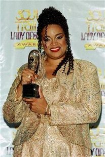 Singer Karen Clark-Sheard poses with the Lady of Soul Award she won at the 1998 Soul Train Lady of Soul Awards program September 3. REUTERS/Rose Prouser