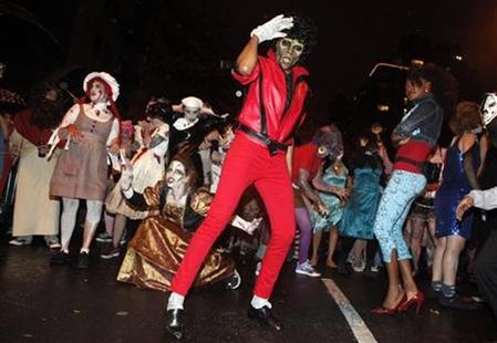 A dance group performs Michael Jackson's Thriller video in the Halloween parade in Greenwich Village in New York October 31, 2009. REUTERS/Natalie Behring