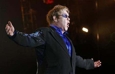 Elton John performs at the Rock in Rio Music Festival in Lisbon May 22, 2010. REUTERS/Jose Manuel Ribeiro