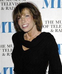 Carly Simon arrives at the Museum of Television & Radio's annual gala in New York, February 8, 2007. REUTERS/Chip East