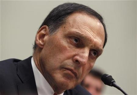 "Richard Fuld, former chairman and chief executive officer of Lehman, listens while testifying at the House Financial Services Committee hearing on ""Public Policy Issues raised by the Report of the Lehman Bankruptcy Examiner"" on Capitol Hill in Washington April 20, 2010. REUTERS/Jim Young"