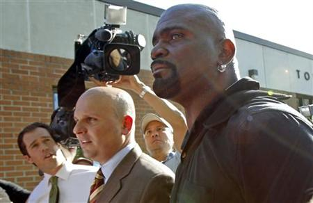 Former NFL football player Lawrence Taylor (R) leaves Ramapo New York Police Headquarters with his lawyer Arthur Aidala (2nd R) in Ramapo, New York in this May 6, 2010 file photo. REUTERS/Mike Segar