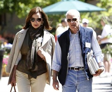 Henry R. Kravis, co-founder of Kohlberg Kravis Roberts, and his wife Marie-Josee are seen at the Sun Valley Inn in Sun Valley, Idaho July 7, 2010. The resort is the site for the annual Allen & Co's media and technology conference. REUTERS/Mario Anzuoni