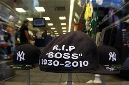 "A New York Yankees hat that reads ""R.I.P. BOSS 1930-2010"" in remembrance of Yankees owner George Steinbrenner is seen in hat store in New York July 13, 2010. REUTERS/Brendan McDermid"