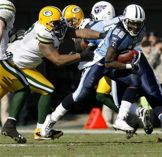 Tennessee Titans running back Chris Johnson (R) runs past Green Bay Packers defensive tackle Johnny Jolly (L) during the first half of their NFL game at LP Field in Nashville, Tennessee November 2. 2008. REUTERS/M. J. Masotti Jr.