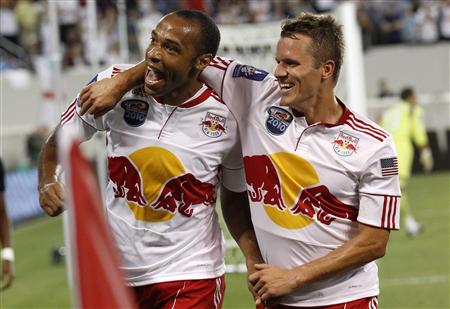 New York Red Bulls' Thierry Henry of France celebrates with team mate Seth Stammler after he scored against Tottenham Hotspur in their friendly soccer match at the Red Bull Arena in Harrison, New Jersey, July 22, 2010. REUTERS/Mike Segar