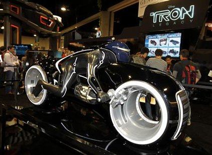 "A replica motorcycle from Disney's new movie ""Tron: Legacy"" is displayed during Comic Con in San Diego, California July 22, 2010. REUTERS/Mike Blake"