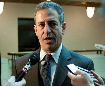 Former Senator Russ Feingold (D-Wis) being interviewed by reporters.