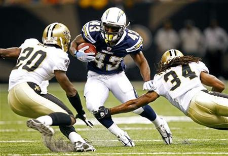 San Diego Charger's running back Darren Sproles (43) attempts to run past New Orleans Saints cornerbacks Randall Gay (20) and Patrick Robinson (34) during the first quarter of their NFL preseason football game in New Orleans, Louisiana August 27, 2010. REUTERS/Sean Gardner