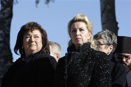 Poland's First Lady Anna Komorowska (L) and Russia's First Lady Svetlana Medvedeva attend a memorial in Smolensk for victims of the Polish Tupolev Tu-154 presidential aircraft crash October 10, 2010. REUTERS/Ria Novosti/Kremlin/Dmitry Astakhov