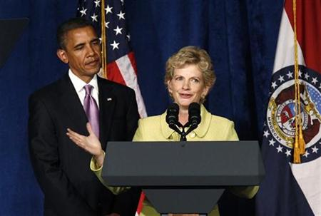 President Barack Obama is introduced to speak at a fund raiser for Missouri Secretary of State Robin Carnahan (R) in Kansas City, Missouri July 8, 2010. REUTERS/Kevin Lamarque