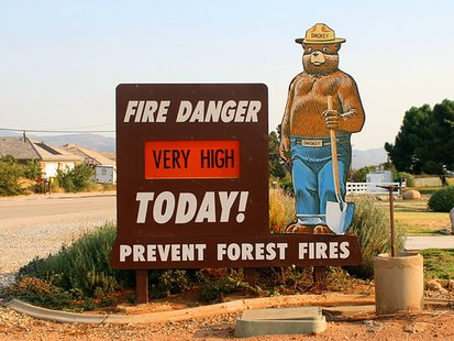A sign indicating fire danger is very high.