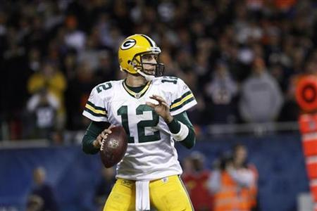 Green Bay Packers' Aaron Rodgers throws the ball during the second half of their NFL football game against the Chicago Bears in Chicago, September 27, 2010. REUTERS/John Gress