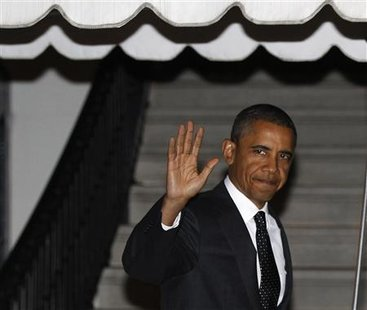 President Barack Obama waves before departing the White House for a fundraiser in Maryland, October 18, 2010. REUTERS/Larry Downing
