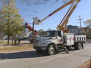 WPS crews repair damage to a power pole at the intersection of Webster Ave. and Cherry St. in Green Bay, Oct. 22, 2010. (courtesy of FOX 11).