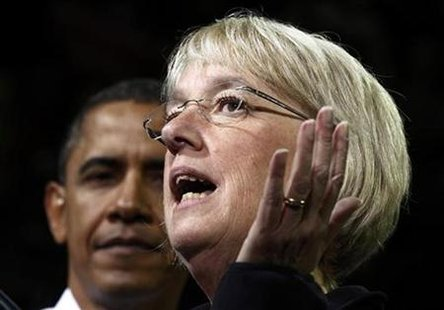 U.S. President Barack Obama listens to Democratic Senator Patty Murray (R) introduces him to speak at a campaign rally in Seattle, Washington October 21, 2010. REUTERS/Kevin Lamarque