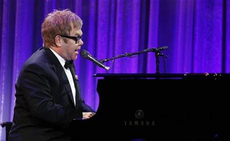 Singer Elton John performs during a fundraising benefit for the Elton John Aids Foundation in New York October 18, 2010. REUTERS/Lucas Jackson