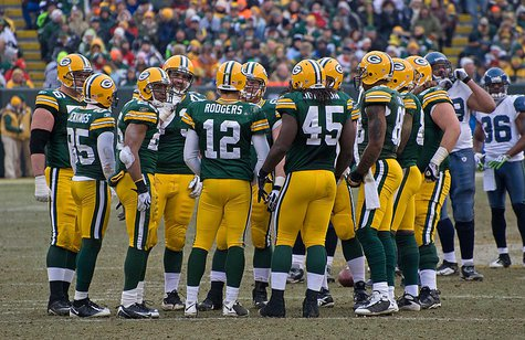 Seattle vs. Green Bay • December 27, 2009 at Lambeau Field in Green Bay, Wisconsin By Mike Morbeck (Flickr: Green Bay Packers huddle) [CC-BY-SA-2.0 (http://creativecommons.org/licenses/by-sa/2.0)], via Wikimedia Commons