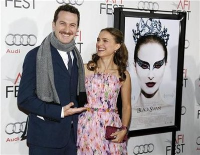 "Director Darren Aronofsky (L) and cast member Natalie Portman pose together before a screening of the film ""Black Swan"" at the closing night gala of AFI Fest 2010 in Hollywood, California November 11, 2010. REUTERS/Danny Moloshok"