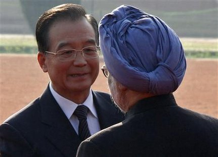 Chinese Premier Wen Jiabao (L) talks to India's Prime Minister Manmohan Singh during Wen's ceremonial reception at the presidential palace in New Delhi December 16, 2010. Wen began a visit to India on Wednesday, pledging to improve market access for Indian companies and insisting the world was big enough for both Asian giants to prosper as partners. REUTERS/B Mathur
