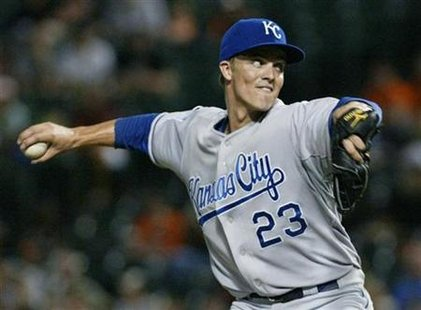 Kansas City Royals starting pitcher Zack Greinke delivers a pitch against Baltimore Orioles in the third inning of their MLB American League baseball game in Baltimore, Maryland July 29, 2009. REUTERS/Joe Giza