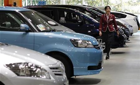 An employee walks at Toyota Motor Corp's showroom in Tokyo November 5, 2010. REUTERS/Toru Hanai