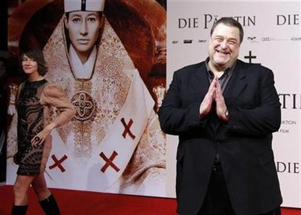 "Actors Johanna Wokalek of Germany (L) and John Goodman of the U.S. pose for pictures as they arrive for the world premier of the movie ""Die Paepstin"" (Pope Joan) in Berlin October 19, 2009. REUTERS/Thomas Peter"