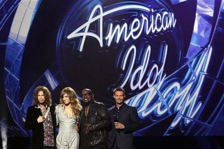 "Steven Tyler, Jennifer Lopez and Randy Jackson pose with host Ryan Seacrest (L-R) after being announced as the judges for the 10th season of the television show ""American Idol"" at the Forum in Inglewood, California September 22, 2010. REUTERS/Mario Anzuoni"