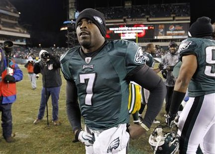 Philadelphia Eagles quarterback Michael Vick leaves the field after the team lost to the Green Bay Packers in their NFC Wild Card NFL playoff football game in Philadelphia, January 9, 2011. REUTERS/Gary Hershorn