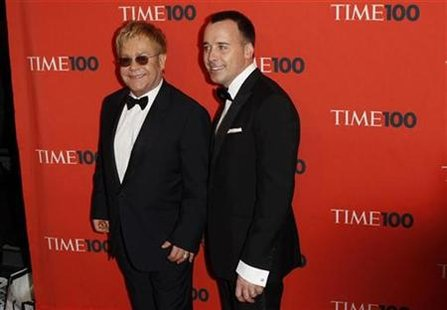 "Musician Elton John (L) and his partner David Furnish arrive for ""Time Magazine's 100 Most Influential People in the World"" gala in New York May 4, 2010. REUTERS/Lucas Jackson"