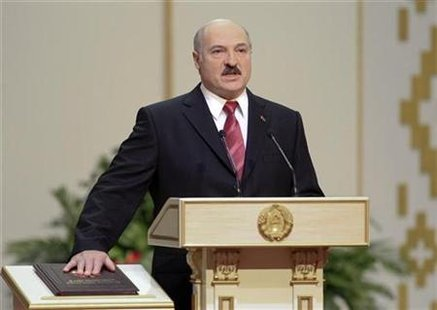 Belarus's President Alexander Lukashenko takes his oath of office during his inauguration ceremony in Minsk January 21, 2011. REUTERS/Vasily Fedosenko