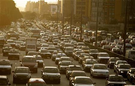 Cars sit in a traffic jam in Lima, February 11, 2010. REUTERS/Mariana Bazo
