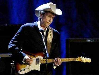 Rock musician Bob Dylan performs at the Wiltern Theatre in Los Angeles in this May 5, 2004 file photo. REUTERS/Rob Galbraith