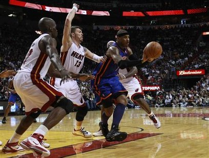 Miami Heat's Joel Anthony (L) and teammate Mike Miller defend against New York Knicks' Carmelo Anthony during third quarter NBA basketball action in Miami, Florida February 27, 2011. REUTERS/Hans Deryk