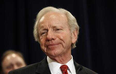 U.S. Senator Joe Lieberman of Connecticut pauses during his remarks at a news conference in Stamford, Connecticut January 19, 2011 where he announced that he will not seek re-election next year. REUTERS/Mike Segar