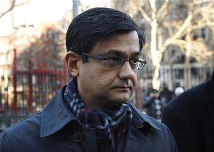Anil Kumar, a former McKinsey & Co director accused of leaking information in the Galleon hedge fund insider trading case, arrives at the U.S. Federal Court in Manhattan, January 7, 2010. REUTERS/Mike Segar