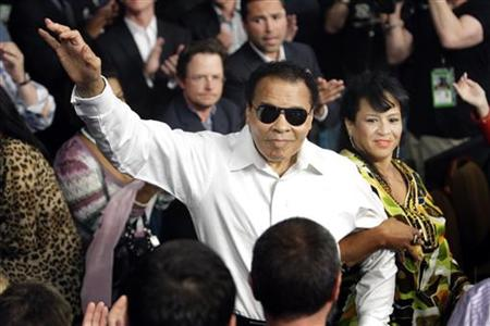 Boxing legend Muhammad Ali stands with his wife Yolanda as he is introduced before the welterweight fight between Floyd Mayweather Jr. and Shane Mosley at the MGM Grand Garden Arena in Las Vegas, Nevada on May 1, 2010. REUTERS/Steve Marcus