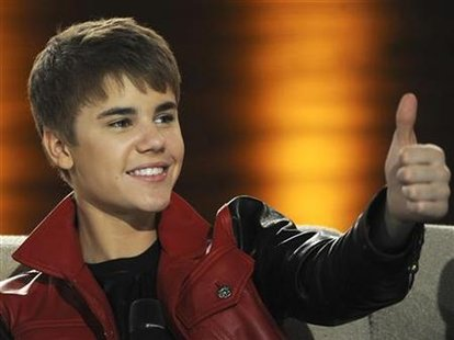 "Canadian singer Justin Bieber gives a thumbs-up during the German TV game show ""Wetten Dass...?"" (Let's make a bet) in Augsburg, southern Germany March 19, 2011. REUTERS/Christof Stache/Pool"