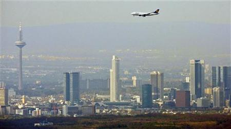 A plane lands in front of Frankfurt's skyline April 21, 2010.REUTERS/Johannes Eisele