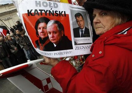 People pay respect to the late Presidential couple, Poland's President Lech Kaczynski and his wife Maria outside of the Presidential Palace in Warsaw April 10, 2011, as they commemorate the first anniversary of the crash of the Presidential Plane that took place at Smolensk airport killing everyone on board. REUTERS/Kacper Pempel