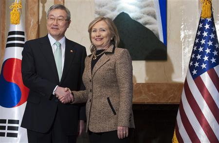 South Korean Foreign Minister Kim Sung-Hwan (L) shakes hands with U.S. Secretary of State Hillary Clinton prior to a meeting at Kim's official residence in Seoul April 16, 2011. REUTERS/Saul Loeb/Pool