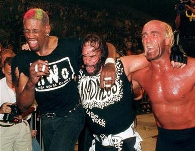 "Chicago Bulls forward Dennis Rodman (L) departs the ring with teammates Hulk Hogan (R) and ""Macho Man"" Randy Savage after they lost their World Championship Wrestling match in Daytona Beach, Florida in this July 14, 1997 file photo. REUTERS/Joe Skipper"