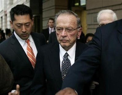 U.S. Republican Sen. Ted Stevens (C) of Alaska departs the U.S. Federal Courthouse in Washington October 27, 2008. REUTERS/Hyungwon Kang
