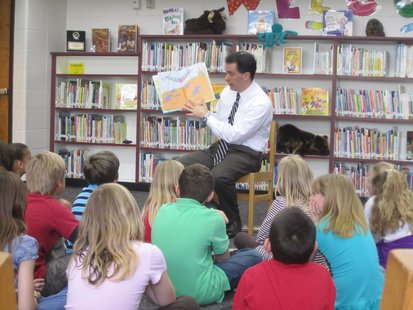 Governor Scott Walker reads to students at Franklin Elementary school in Wausau