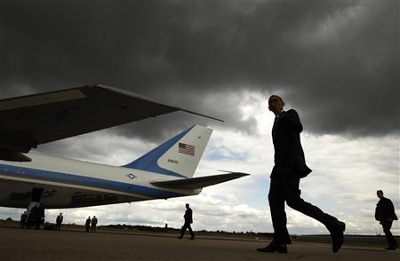 Obama walks to Air Force One in Paris