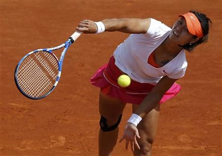 Li Na of China serves to Cirstea of Romania during the French Open tennis tournament at the Roland Garros stadium in Paris