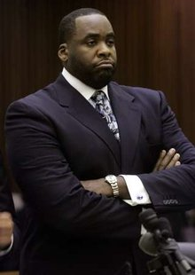 Former Detroit Mayor Kwame Kilpatrick stands in court during his sentencing hearing where he received 120 days in jail in Detroit, Michigan October 28, 2008. REUTERS/Rebecca Cook