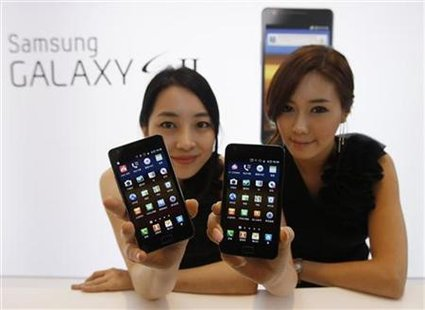 Models pose with Samsung Electronics' new smartphone Galaxy S II in Seoul